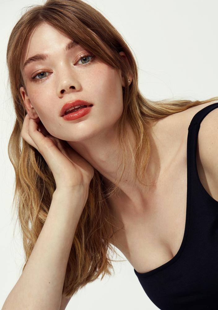 Model Alexandra Bengtsson grid item photo