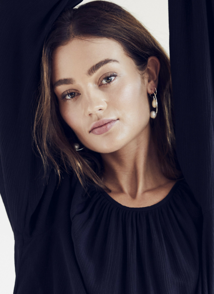 Model Alexandra Storm grid item photo