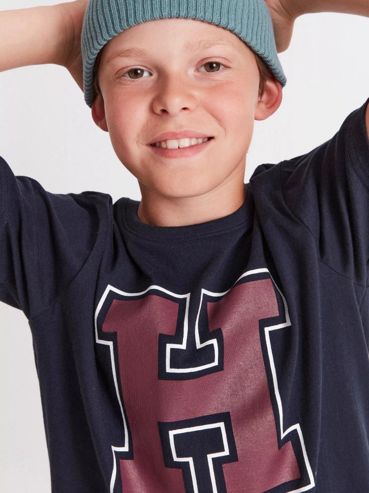 Model Axel H  grid item photo