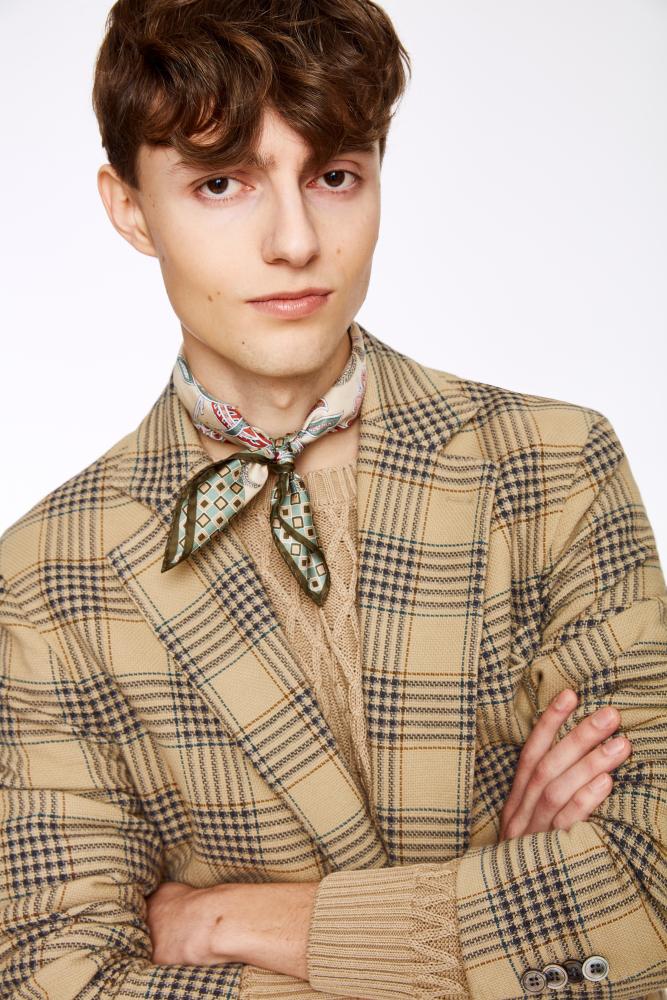 Model Björn N grid item photo