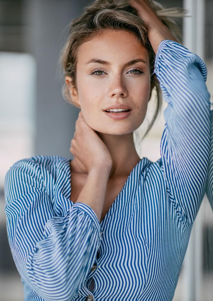 Model Celina Wagner grid item photo