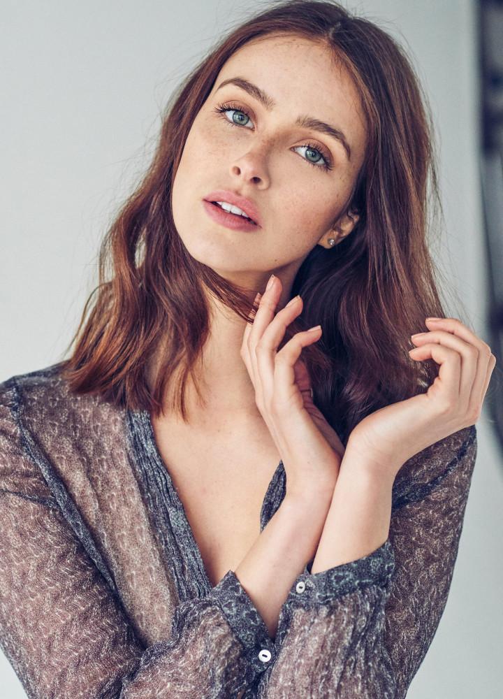 Model Charlotte Brogan grid item photo