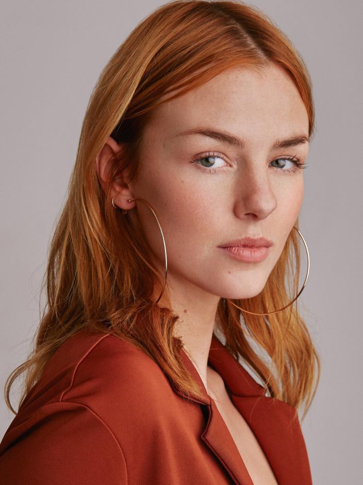 Model Daisy grid item photo