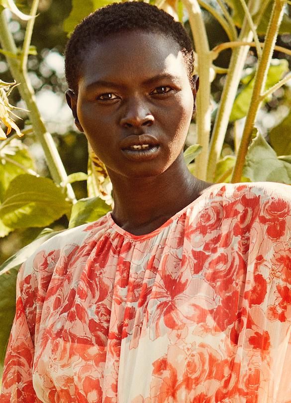 Model Eliiza grid item photo