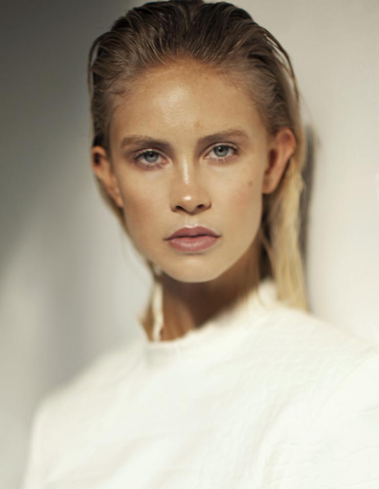 Model Eline grid item photo