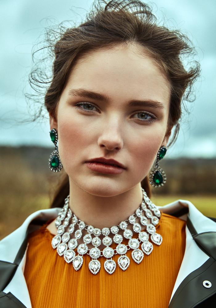 Model Emma Parmlöv grid item photo