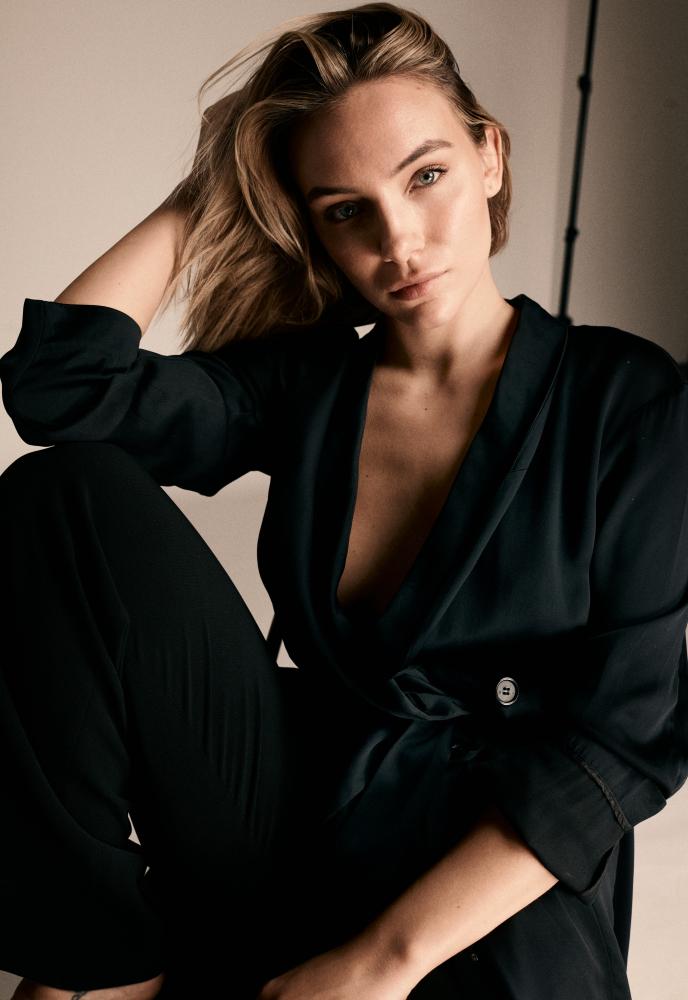 Model Emma Sukurica grid item photo