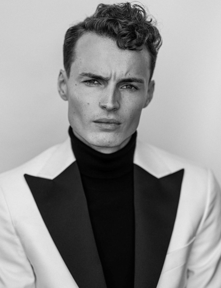Model Fredrik C grid item photo