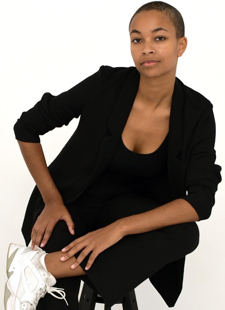 Model Hannah L grid item photo