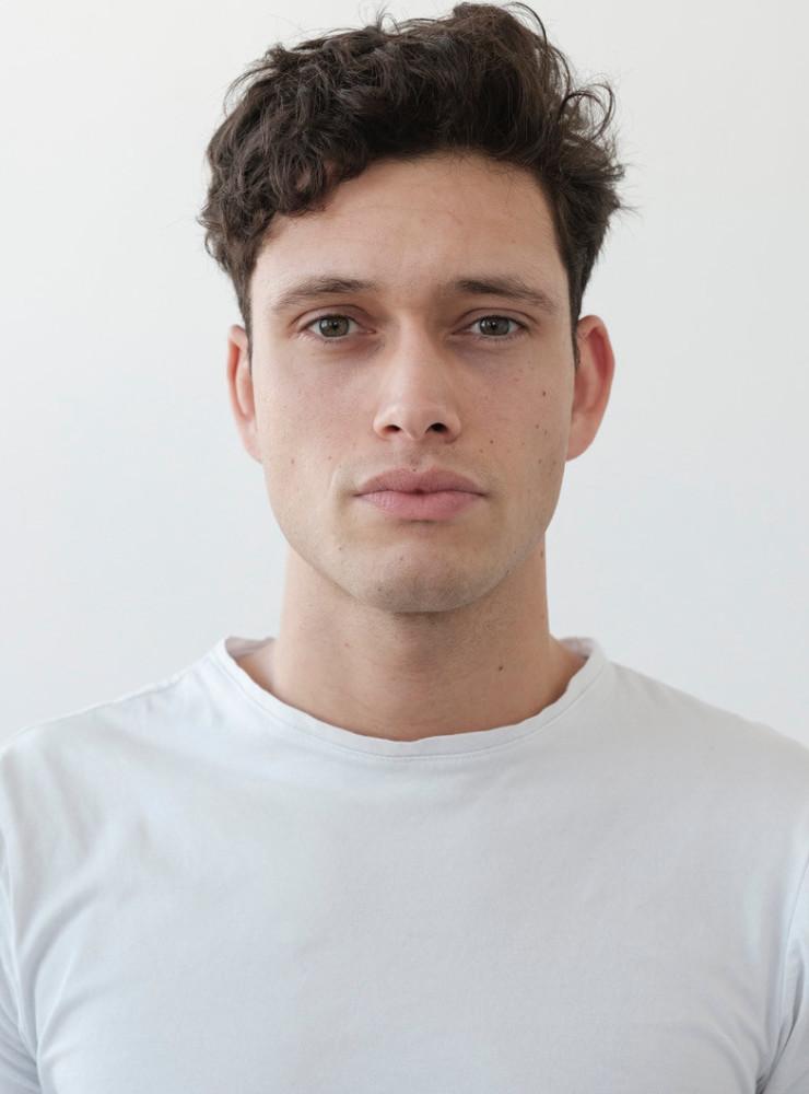 Model Hans Christian grid item photo