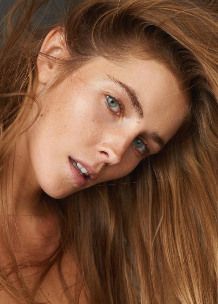 Model Inga K grid item photo
