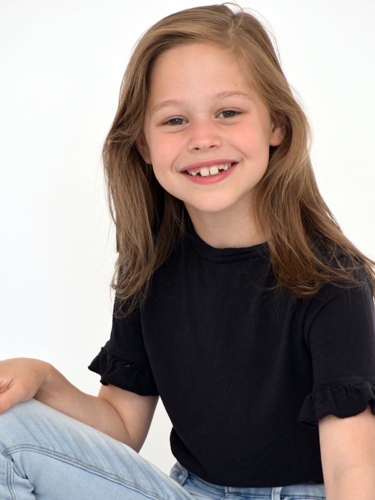 Model Isabelle B  grid item photo