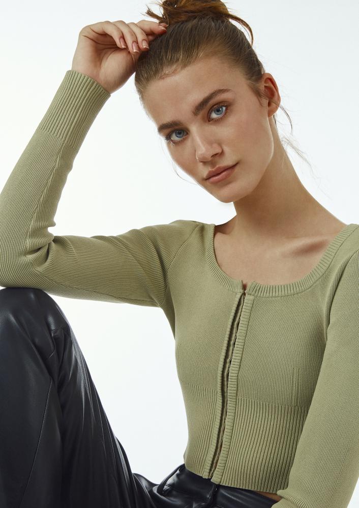 Model Jasmine H grid item photo
