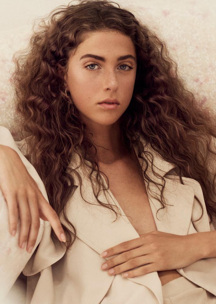Model Kajsa H grid item photo