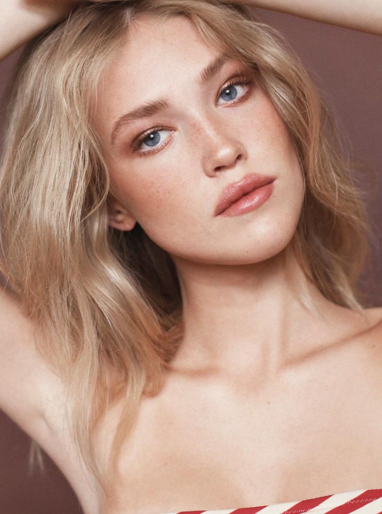Model Karen Jensen grid item photo