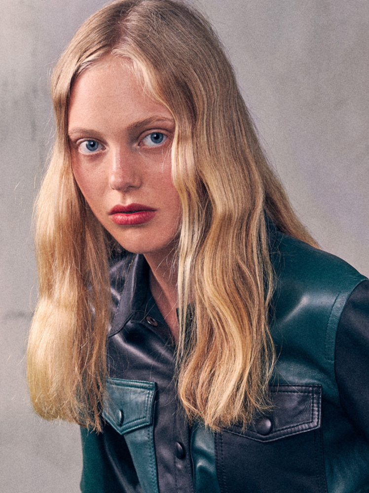 Model Karin Morelli grid item photo