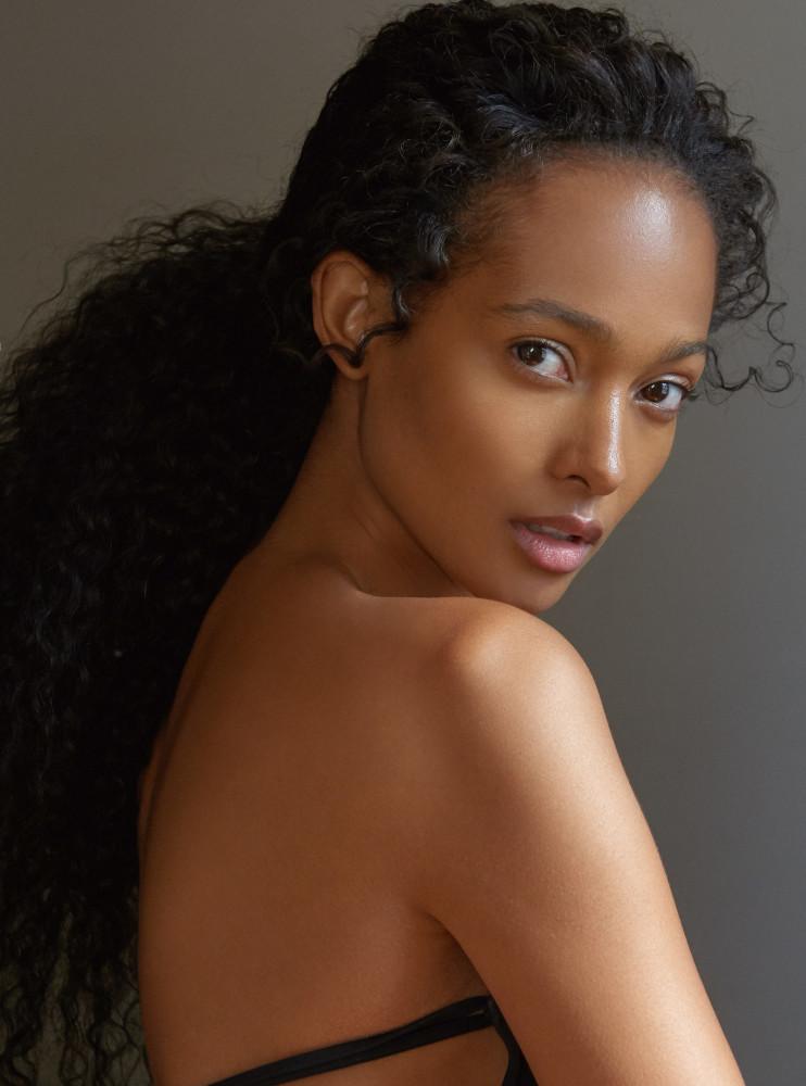 Model Mélie Tiacoh grid item photo