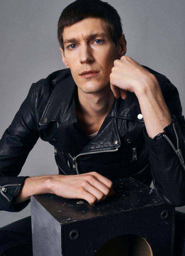 Model Mattias H grid item photo