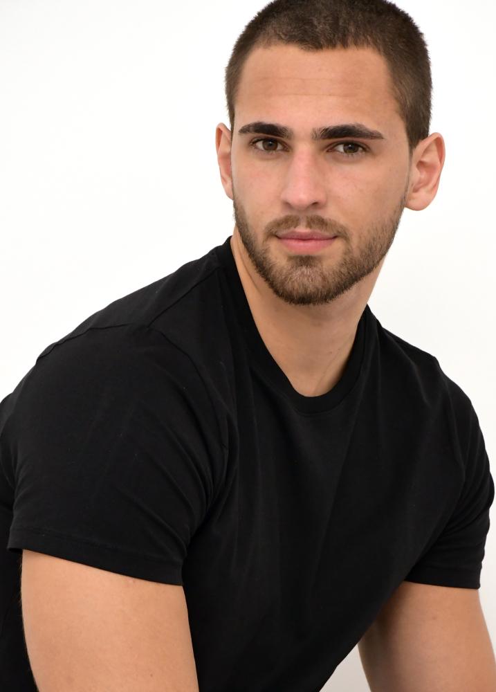 Model Mattias W grid item photo