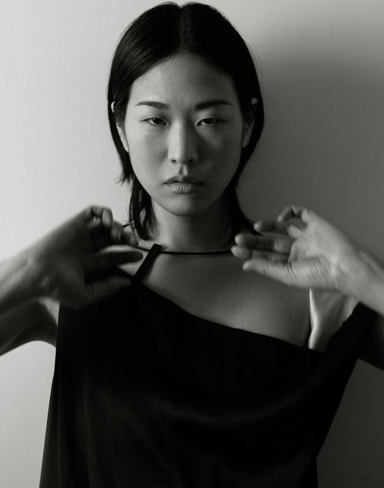 Model Meg Fuji grid item photo