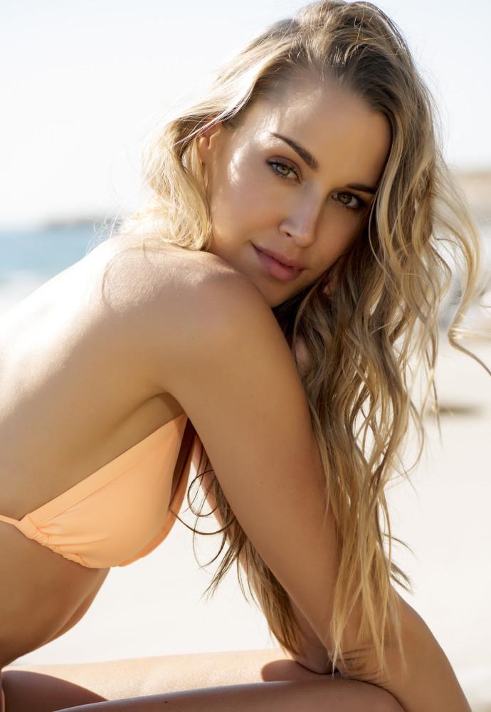 Model Melissa grid item photo