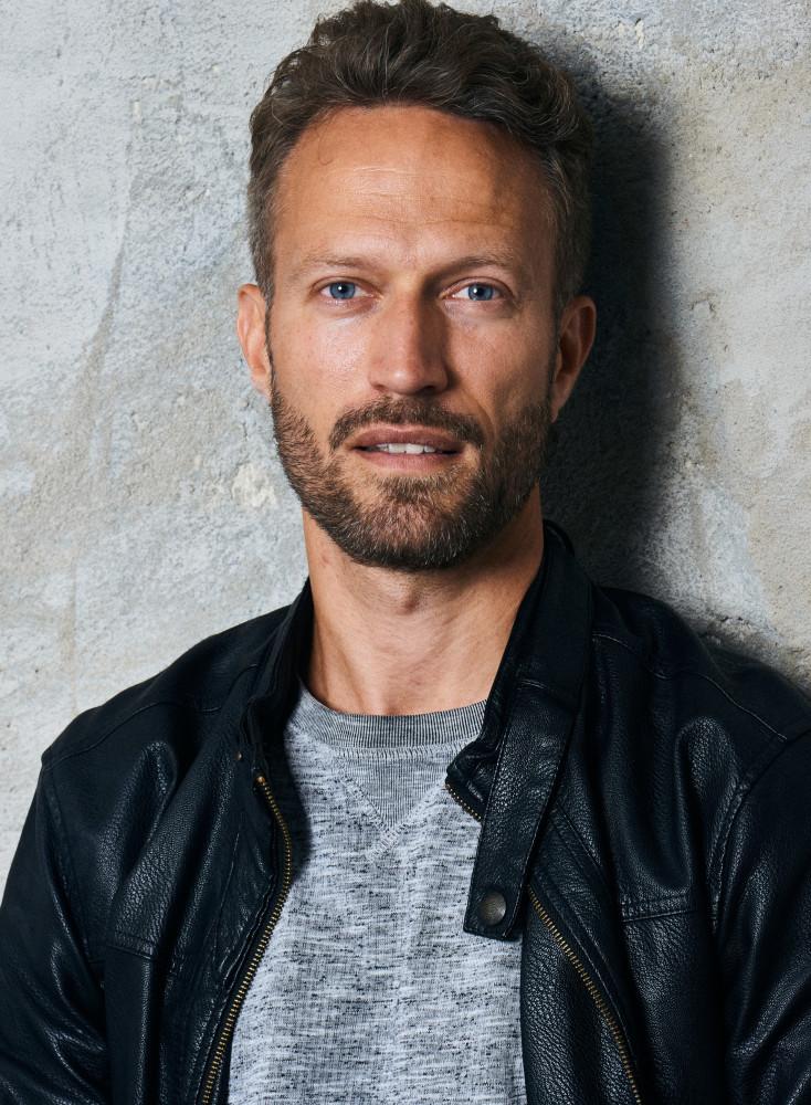 Model Mikael W grid item photo