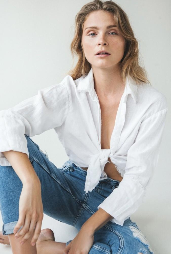 Model Monika R grid item photo