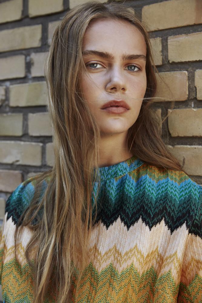 Model Natasha L grid item photo