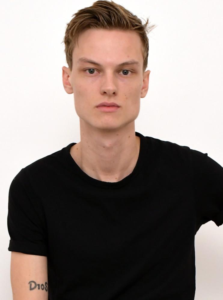 Model Niklas K grid item photo
