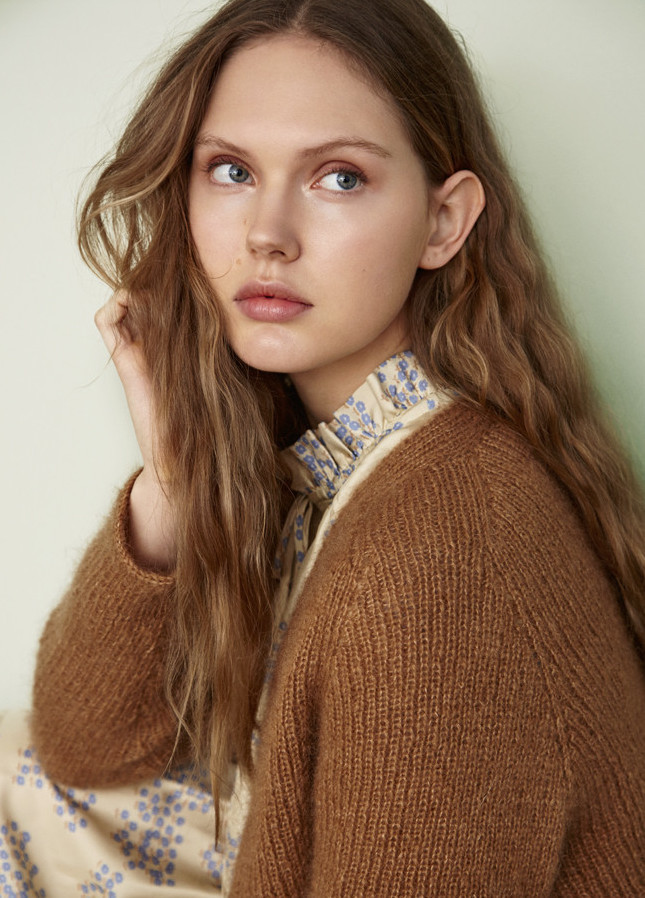 Model Paulina E grid item photo