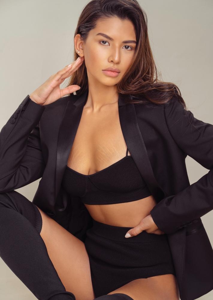 Model Pilar Cruz grid item photo
