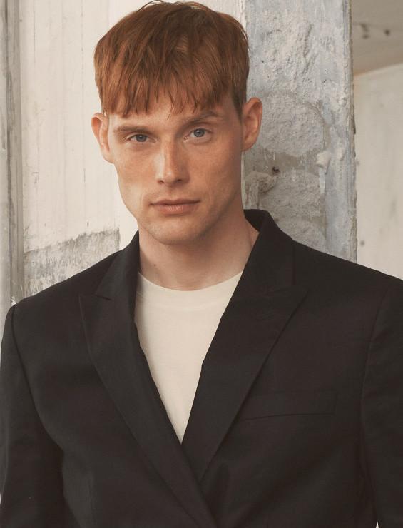 Model Rasmus S grid item photo