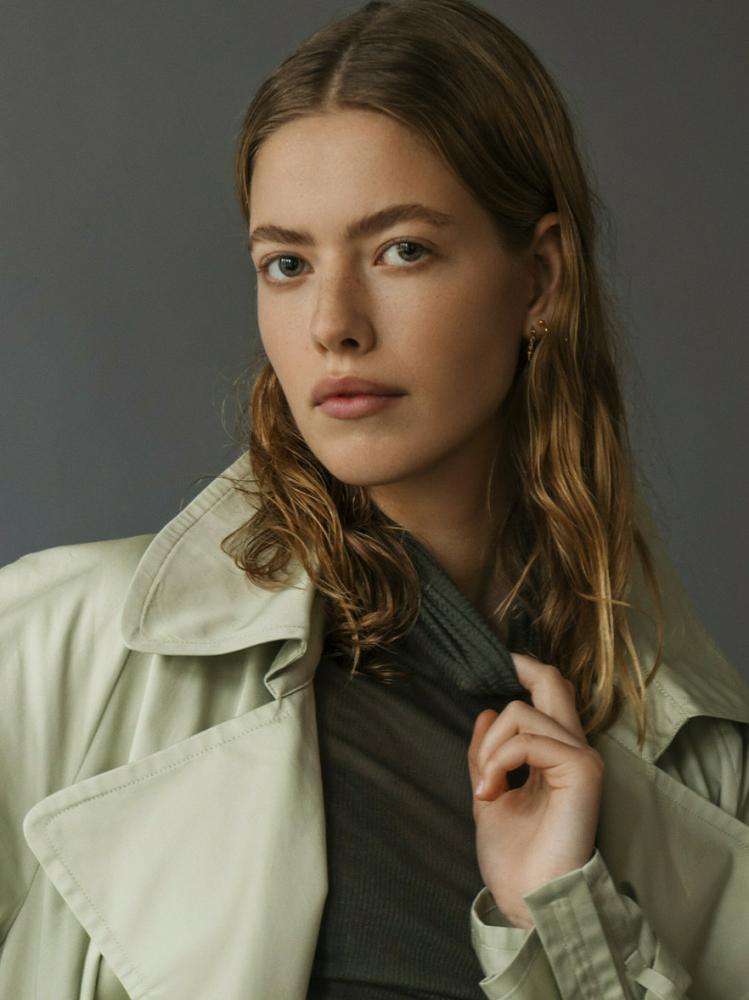 Model Sarah H grid item photo