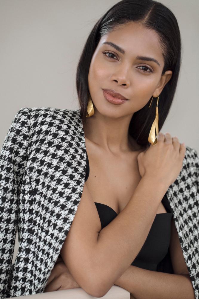 Model Thalita L grid item photo