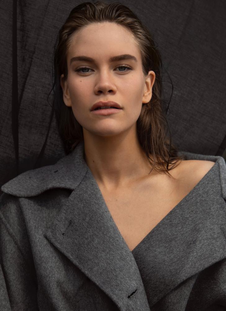 Model Victoria M grid item photo